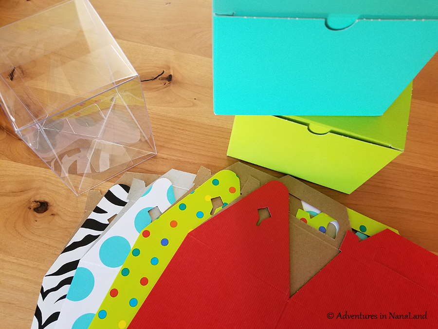Cardboard and plastic gift-giving boxes for LEGO